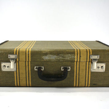 Vintage Suitcase / Old Luggage