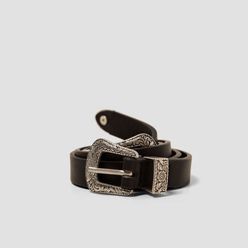 THIN BELT WITH DOUBLE BUCKLE DETAILS