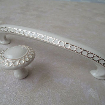 """3 3/4"""" Dresser Drawer Pulls Handles Knob White Gold Circles / French Country Kitchen Cabinet Handle Knobs Pull Decorative Hardware 96 mm E07"""