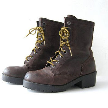 STOREWIDE SALE. 90s brown leather tall ankle boots. lace up boots. hiking boots.