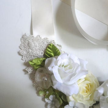 Brides White Roses Flower Bib Necklace, Wedding Necklace, Romantic Boho Brides Necklace, Statement Flower Choker Necklace,  Bridal, Mori