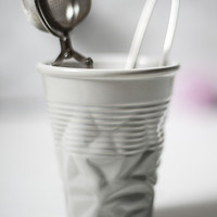 Crumple-effect ceramic cup