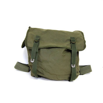 VINTAGE army green rucksack. ARMY messenger bag. CANVAS cotton backpack. Back to school. Grunge Punk Hipster. Shoulder bag Pack. Unisex coed