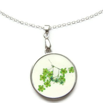 Pressed flowers pendant, flowers in resin, Silver necklace, Green pendant,  Floral pendant necklace