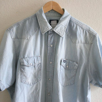 Vintage Mens weathered  and faded denim pearl snap - short sleeve XL