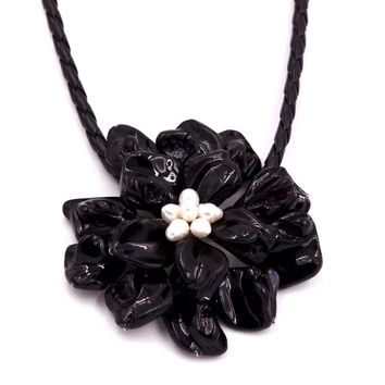 Classic jewelry black mother of pearl shell white pearls necklace with woven leather