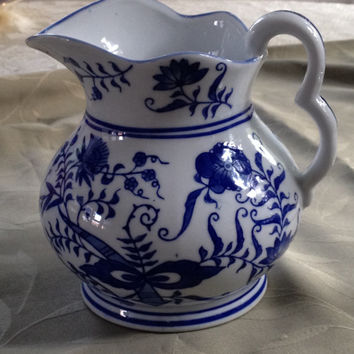 Mann Vienna Woods Mini Pitcher Danube Blue Onion Design 1992  6 inch