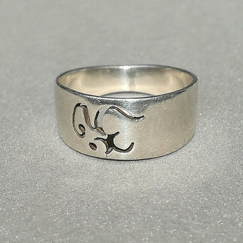 Om ring. Vintage small ring . Probably silver. Not marked. Good condition