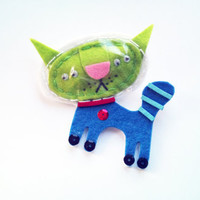 Handmade wool felt brooch, alien cat from the space
