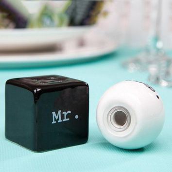 1Pcs/Set MR/MRS Ceramic Salt And Pepper Shakers Cute Pot Container Spring Wedding Party Favor Birthday Baby Shower Decor