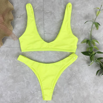 Simple low chest vest type pure color two piece bikini yellow