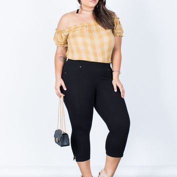 Plus Size Relaxed Capri Pants