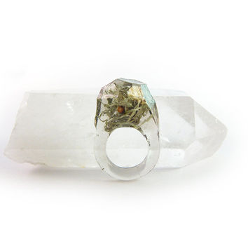 Asymmetrical Faceted Terrarium Ring • Size 4.5 • Eco Resin Moss Ring • Unusual Art Nature • Faceted Terrarium • Geometric Terrarium Ring C7