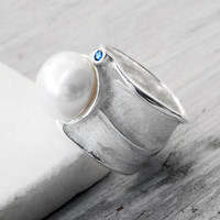 Big Sterling Silver Ring, White Pearl Navy Blue Sapphire Ring, June Birthstone Statement Ring, Glamorous Bijoux, Wearable Art, Size 7