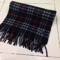 Vintage burberrys scarf / scarves 100% Cashmere plaid pattern navy blue made in england unisex accessories
