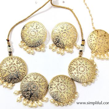 Filigree style Circle shape Necklace and Earring set with Maang Tikka