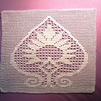 Fillet crocheted applique, crocheted tablecloth with leaf pattern