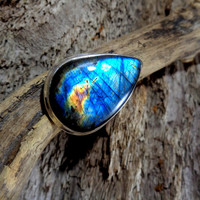 925 sterling silver, genuine rare Finnish Spectrolite labradorite teardrop statement ring. Size U / US 10. Plus size / middle finger. *655*