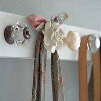 Maybe one day I'll have a Home / Doorknob rack. I love this idea so much