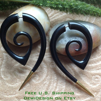 """Fake Gauge Earrings, """"The Girl With The Dragon Tattoo"""" Horn, Brass Tips, Hand Carved, Tribal"""