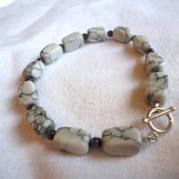 Howlite and Cats Eye Bracelet