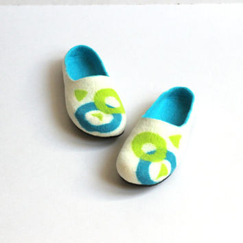 Men house shoes - Fathers day gift - felted wool clogs / slippers - geometric white turquoise green felt slippers