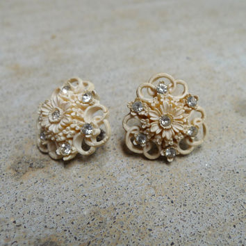Celluloid Flower Clip On, Bridal Earrings, Retro Ivory Rhinestone Flower, Vintage Carved Earrings, White Flower Earrings, Clip On Stud,