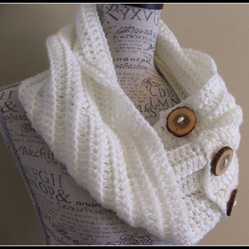 Crochet Wood Button Cowl. Soft White. Chunky Scarf. Off White. Made by Bead Gs on ETSY.