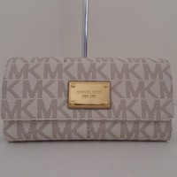 NWT AUTHENTIC MICHAEL KORS JET SET SIGNATURE CHECKBOOK WALLET-$158-VANILLA