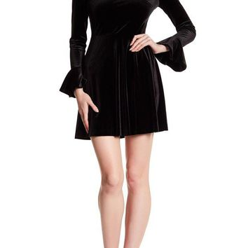 DCCKHB3 CeCe by Cynthia Steffe | Jayden Bell Sleeve Velvet Dress