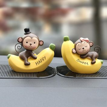 2pcs/Lot Car Decorations Resin Monkey On Banana Statue Cute Car Accessories Ornaments Car Interior Toys Auto Styling Gift