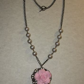 """Vintage Victorian Style Rose Pendant Champagne Pearl Beads in  Bronze 22"""" Chain"""