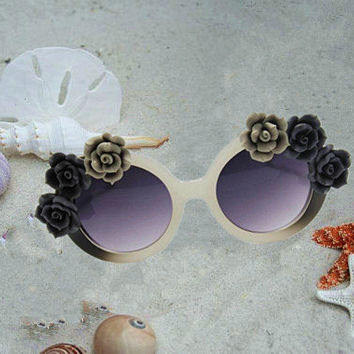 Retro Round Beach sunglass, Decor Flower UV Glasses, Designs for Outside Ceremony, Wedding Party, Bachelor Party, Bachelorette Party,