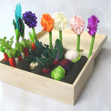 Felt Fabric Vegetable Garden Play Set Toy MiniGarden Pretend Food Veggies Set For Kids Little Gardener Vegetable Patch Little Housekeeper