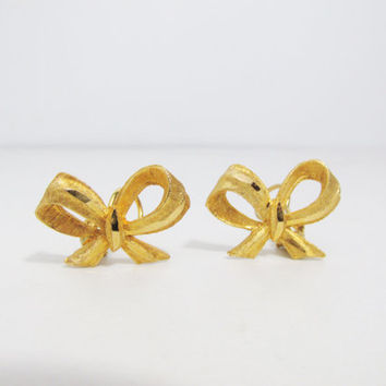 Vintage Earrings: Gold Tone Bow Clip ons, Signed BSK