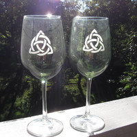 Triquetra Wine Glass Set