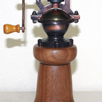 Walnut Pepper mill made from very rich grain of  Walnut. A beautiful look.  Great gift idea!