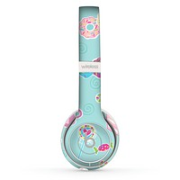 The Subtle Blue with Pink Treats Skin Set for the Beats by Dre Solo 2 Wireless Headphones