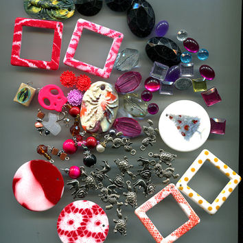 charms pendants bead drops cabochons assorted mixed jewelry craft findings lot clay metal plastic 67 pc grab bag