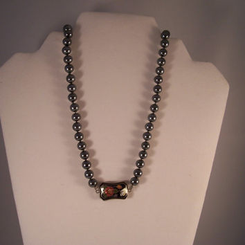 Vintage Faux grey pearl necklace with cloisonne bead - 1970s