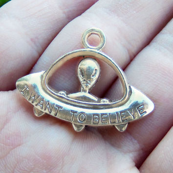 5 alien charms UFO I want to believe silver tone charm ~ F257