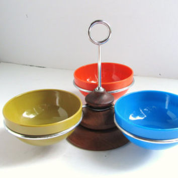 Scandinavian Teak Condiment Caddy with and 3  Melamine Bowls. Vintage mid century mod serveware