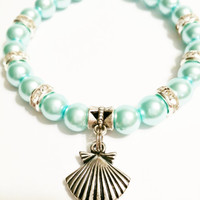 Pearl Shell Stretch Bracelet / Shell Christmas Gift / Pearl Shell Jewelry / Silvertone Shell Charm / Nautical Shell Bracelet