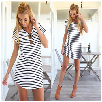 Women Dress Monochrome Stripe Round Neck Short Sleeve Arcuate Hem Shift Dress