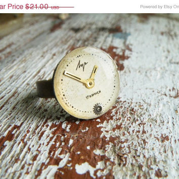 SALE FREE SHIPPING ring. Steampunk vintage watch face ring, epoxy resin jewelry. White-gold cocktail ring. Vintage watch face Luch.