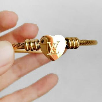 LV Newest Popular Women Men Heart Hand Catenary Bracelet Jewelry Accessories Golden