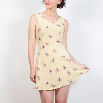 Vintage 1990s Dress Soft Grunge Dress Light Pastel Yellow Daisy Ditsy Floral Print Mini Skater Dress 90s Dress Hipster Sundress S Small M