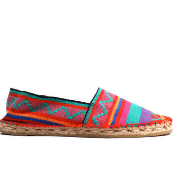1990s vintage DEADSTOCK Tribal Slip On ESPADRILLES by nanometer