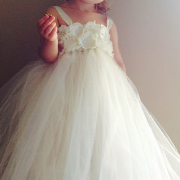 Ivory flower girl dress, ivory shabby and silk flower girls wedding tulle tutu dress