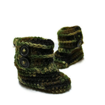 Camo Baby Booties by makinitmama on Etsy